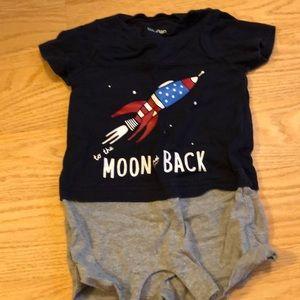 Baby Gap patriotic bodysuit 6-12 month